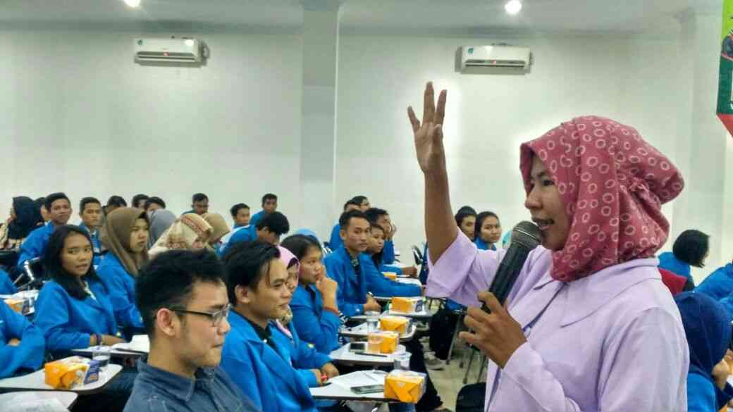 BEC AMIK BSI Pontianak Dorong Mahasiswa Jadi Entrepreneur Muda Lewat Seminar Entrepreneur